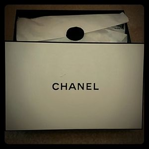 CHANEL Medium Box